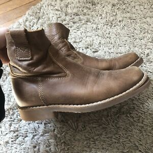 Size 7 women's Roots boots