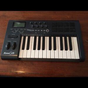 b794dcdf4 M-Audio Axiom 25 MIDI Keyboard  90.00 OBO