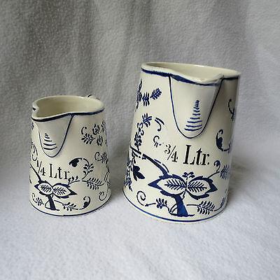 2 alte Messbecher Keramik Zwiebelmuster 1/4 3/4 Ltr. Litermaß Maßkrug selten