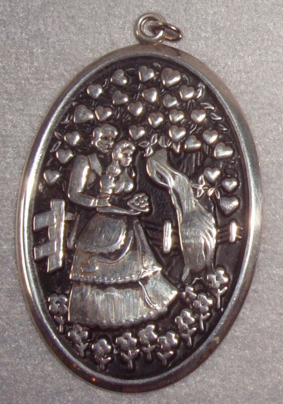 International 1972 Sterling Victorian Lovers Disc Pendant Ornament Medallion