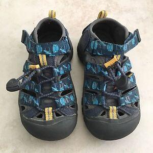Boys sz 10 Keen Sandals