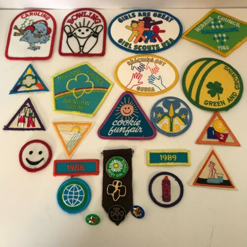 25 Girl Scout Brownie New Vintage Badges Patches Pins Iron On 1988 &1989