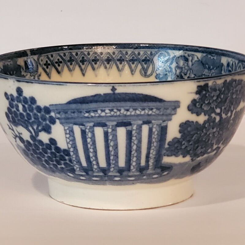 ANTIQUE PEARLWARE CHINOISERIE DECORATED BOWL