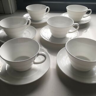 Set of 6 Alex Liddy tea cups and saucers