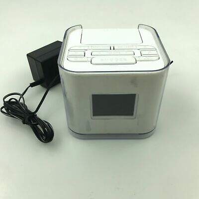 Venturer Dual Alarm Clock Radio with iPod iPhone Dock White No. CR8030iE5 2.S1