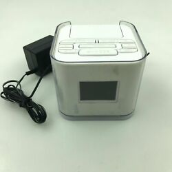 Venturer Dual Alarm Clock Radio with iPod iPhone Dock White No. CR8030iE5 2.S1