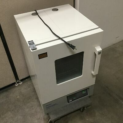 Baxter Scientific Products Ds-44 Gravity Convection Oven 17.75x17.75x19.25