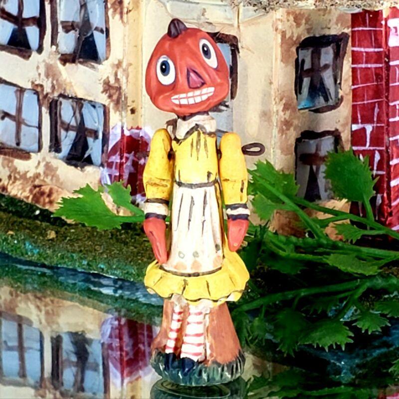 "Vintage Poliwoggs ""Lil SAL"" Pumpkin Gal"" 2.25"" Miniature HALLOWEEN Folk Art *NOS"