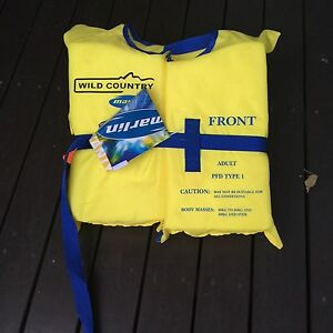 Water safety vest Elsternwick Glen Eira Area Preview