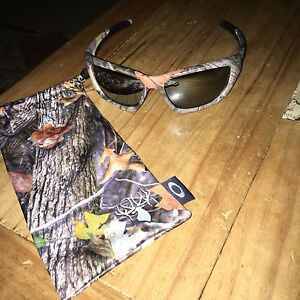 Oakley Camo Hunting Sunglasses. NEW