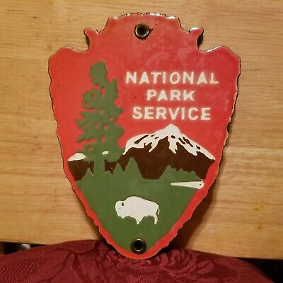 VINTAGE NATIONAL PARK SERVICE DO NOT FEED BEARS PORCELAIN SIGN CAMPING FISH HUNT