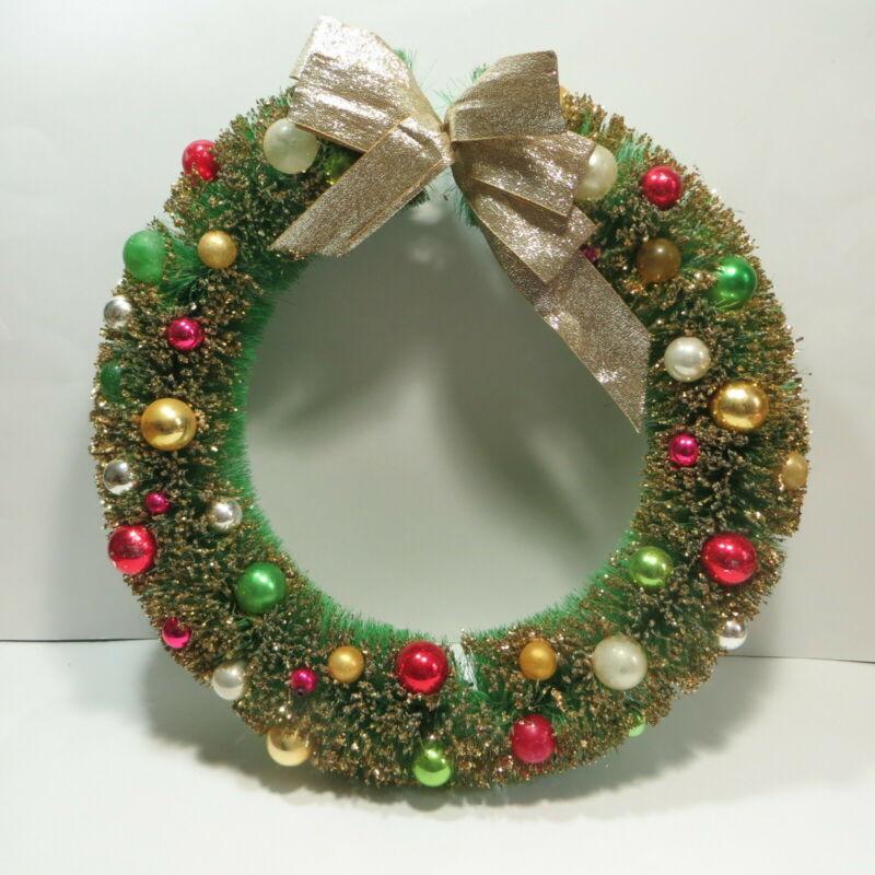 "Vtg Bottlebrush Christmas Wreath Decoration 16"" with Glass Ornaments"