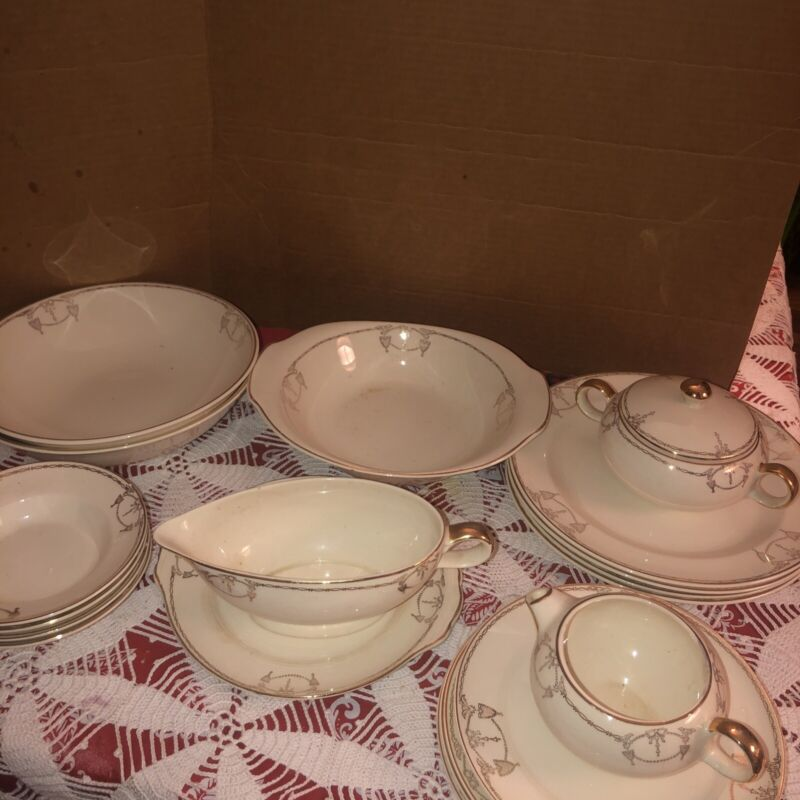 COMMODORE by Salem China Co. USA, GOLD TRIM Shield & Bow Design-24 Piece Set VTG