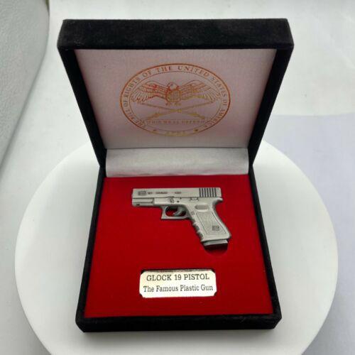 Glock 19 miniature replica