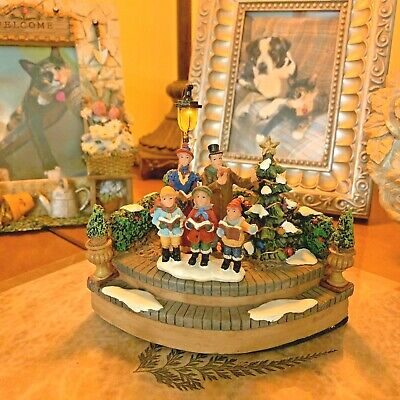 2005 Holiday Time LIGHTED LAMP POST WITH CAROLERS - Christmas Village - NEW!