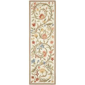 Hand-Hooked Chelsea Scroll Ivory Wool Area Rug Runner 2' 6 x 6'