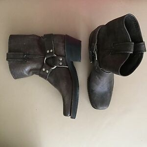 Frye boots size 6 NEW!