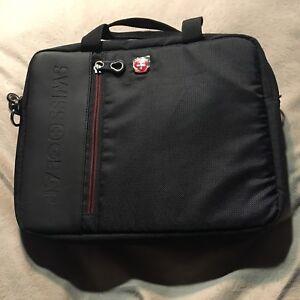 SWISSGEAR 0118 TRAVEL PADDED TABLET BAG - BLACK