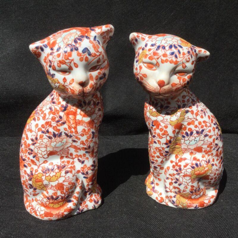 IMARI PAIR OF PORCELAIN CATS