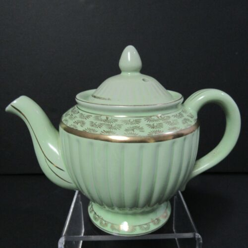 Vintage Mid Century Green Teapot Ribbed Gold Trim 5 Cups 1940s