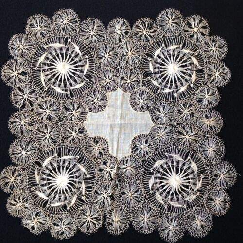 RARE MASTERFULLY MADE ANTIQUE LACE CENTERPIECE