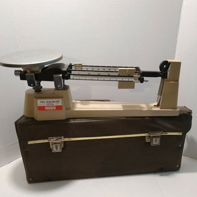 Vintage OHAUS Triple Beam Balance Scale All Metal 2610 g GRAMS with Case