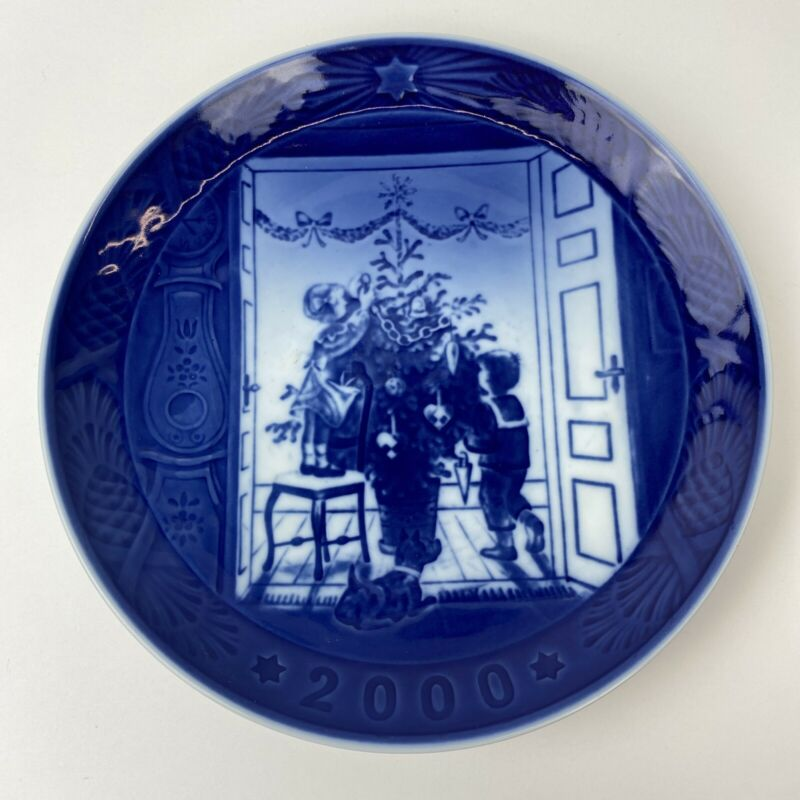 "Royal Copenhagen 2000Christmas Plate ""Trimming The Tree"""