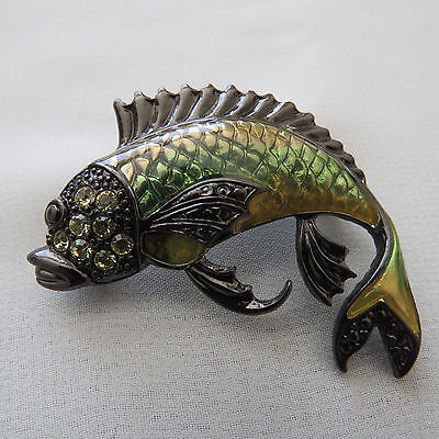 VINTAGE JEWELRY DARK TONE METAL GREEN ENAMEL CRYSTAL FISH BROOCH PIN