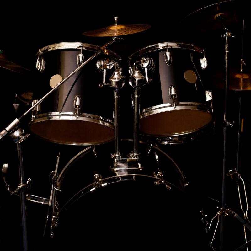 Cooles Design, bester Klang – Drum-Set aufs Wesentliche reduziert. (Foto: Thinkstock)