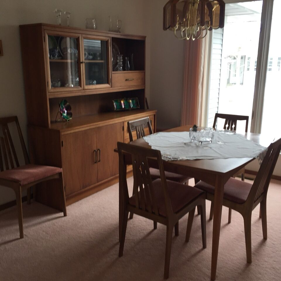 Description Diningroom Table With Extension Buffet