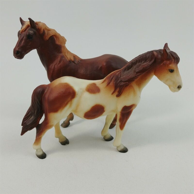 2 Breyer Horses #3065 Mustang Family - Mare & Stallion (No Foal) Chestnut Pinto