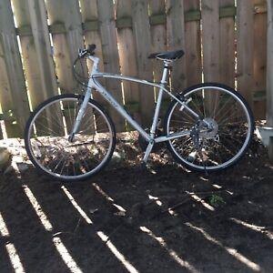 Vélo hybride specialized