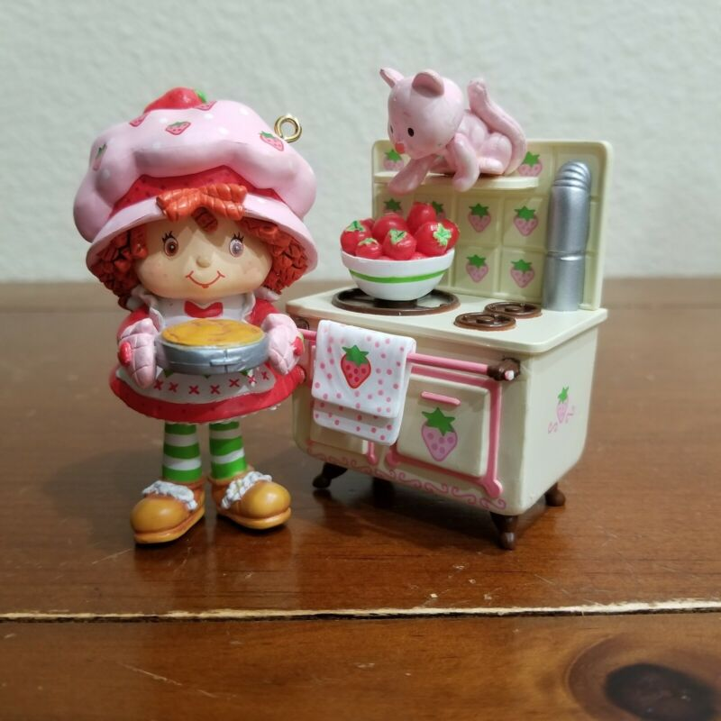 Strawberry Shortcake Cooks Up Some Holiday Fun Scented Heirloom Ornament Carlton