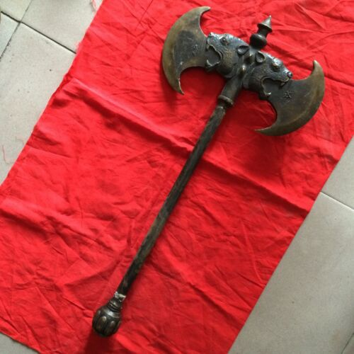 Double-sided axe heavyweight in ancient weapon: dragon to ward off bad luck.