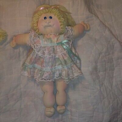 1978 *1982* The little people cabbage patch Doll Xavier Roberts soft sculpture