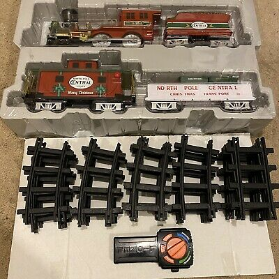 Lionel Trains North Pole Central Lines Battery Operated Christmas Train Set EUC