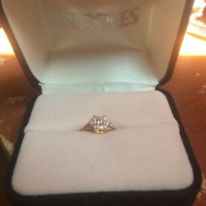 Selling a 10k ring for girls