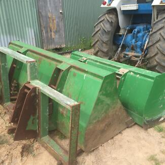 Tractor JD loader buckets and 4 spike hay fork & silage grab Richmond Hawkesbury Area Preview