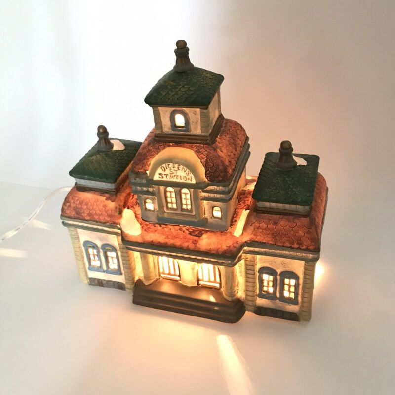 Dickens Collectables Village DICKENS ST STATION Porcelain Lighted House 1993