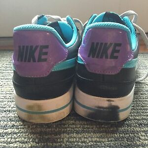 Women's size 8 Nike shoes London Ontario image 2