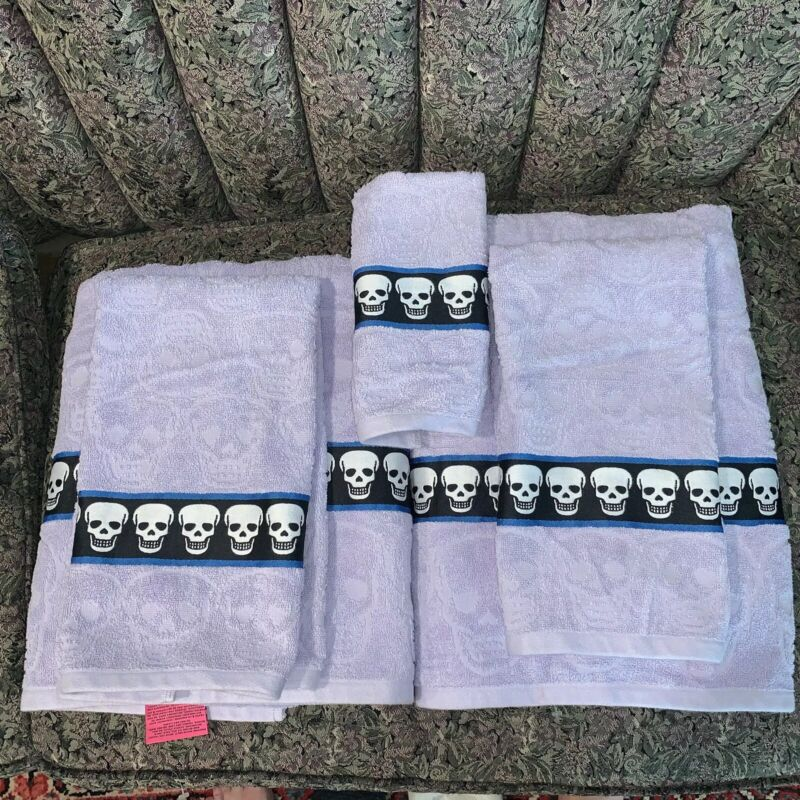 Betsey Johnson Sculpted SKULLS Towel Set - 2 Bath Sheets 2 Hand & 1 Finger Rare!