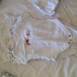 Short sleeved 0-3 months babygrows Beeliar Cockburn Area Preview