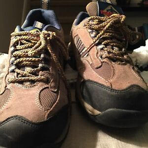Womans size 8 steel toed shoes