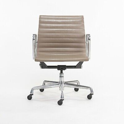 Greige Leather Herman Miller Eames Aluminum Group Management Desk Chair 24 Avail
