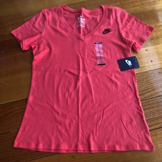 NWT Nike (M) Athletic Cut Tee