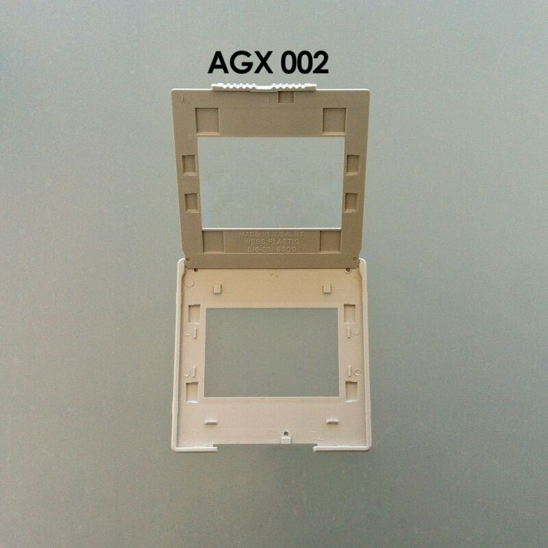 WESS Slide Mounts AGX002     35mm Plastic PEG     A box of 50    NEW