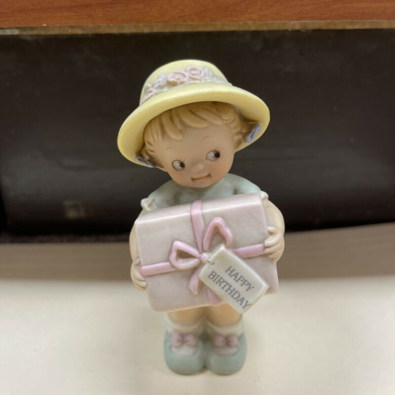 Memories of Yesterday Figure Girl with Gift New 135216 1994 Collectible