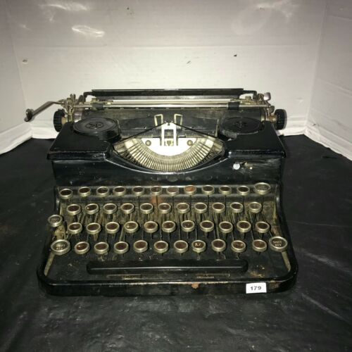 Vintage Black Royal Portable Typewriter W/ Black Case