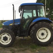 2005 New Holland tractor with low hours Beresfield Newcastle Area Preview
