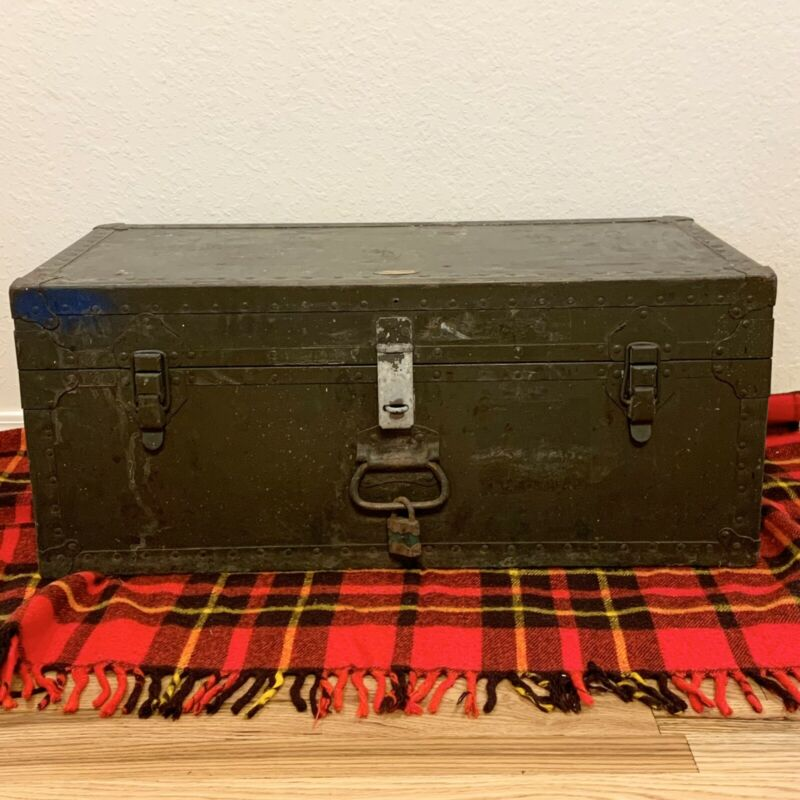 Doehler Metal Products 1949 Footlocker Trunk